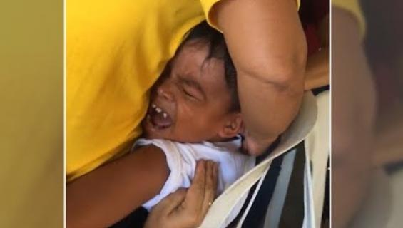 Voi suloisuus: Filippiiniläinen pikkupoika selvisi rokotuskammostaan laulamalla klassikkobiisiä!