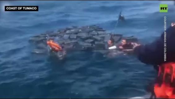 Kokaiini piti pinnalla! Haaksirikkoiset salakuljettajat käyttivät huumepaketteja kellukkeina - video!