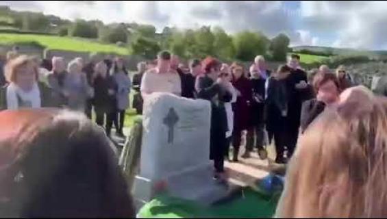 Kuolleen kepponen omissa hautajaisissaan: Päästäkää minut arkusta ulos!