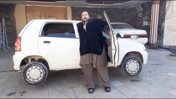 """Nainen! Oletko vähintään XL-kokoinen? Pakistanin Hulk haluaa sinut puolisoksi : """"Tarvitsen raskaansarjan vaimon"""""""
