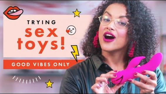 Tämä YouTube-sarja opastaa oikean seksilelun hankinnassa - luvassa katugallupeja seksimieltymyksistä!
