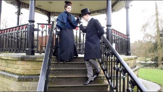 Rakkaus on ajatonta: pariskunta elää kuin viktoriaanisella ajalla!