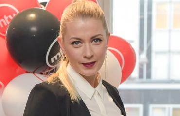 Monika Lindeman on naimisissa brittiläisen miehen kanssa.