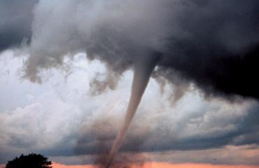 Nainen lensi tornadon sisällä kylpyammeessaan.