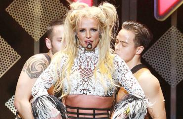 Oho! Britney Spears ei ole enää blondi - katso uusi tyyli