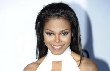 Janet Jackson punaisella matolla