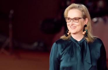 Meryl Streep punaisella matolla