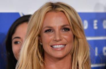 Mies haluaa näyttää Britney Spearsilta.