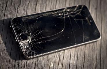 Rikkinäistä puhelimen näyttöä ei katsota hyvällä