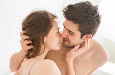 Naiset pitävät tuhmista puheista sängyssä.
