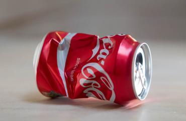 Koira oli riippuvainen Coca Colasta.