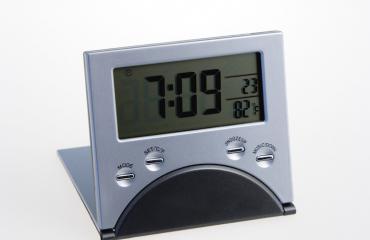 Uusi kello ei kerro aikaa, ennen kuin ratkaiset laskutoimituksen.