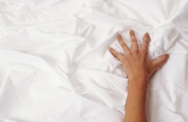 Suhdestatus vaikuttaa orgasmin teeskentelemiseen