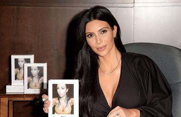 Kim Kardashian kirjanlanseeraustilaisuudessa