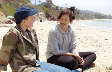 Sara Forsberg ja Maria Veitola rannalla