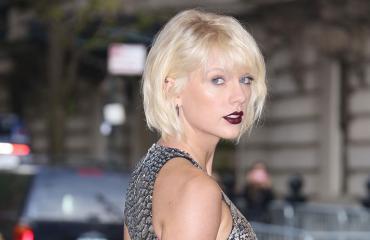 Taylor Swift punaisella matolla