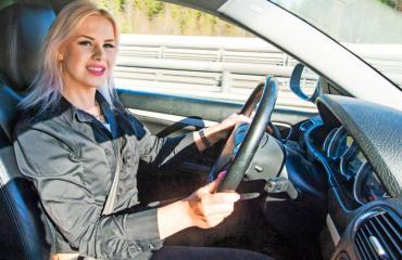 Anna-Sofia Erä-Esko kruunattiin keväällä Suomen surkeimmaksi kuskiksi.