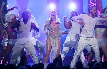 Cher esiintyy Billboard-gaalassa