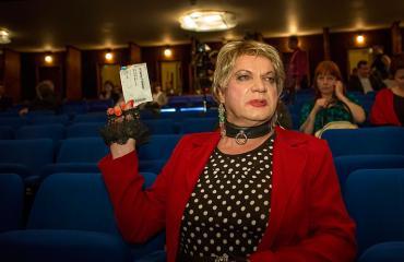 Markus Kuotesaho eli Romutransu teatterissa.