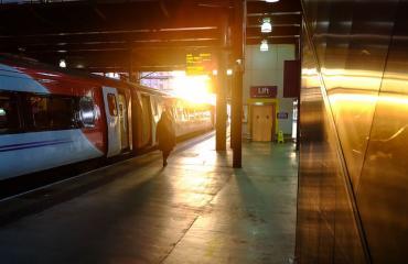 Nainen vakuuttaa juna-aseman olevan hänen elämänsä rakkaus