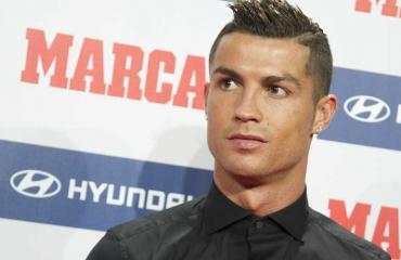 Real Madridin Cristiano Ronaldo seurustelee nuoren mallin kanssa.