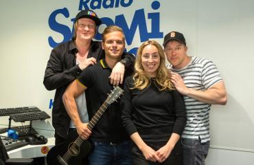 Radio Suomipopin Aamulypsy on Suomen suosituin radioshow. Kuvassa Jaajo Linnonmaa, Hovimuusikko Ilkka, Anni Hautala ja Juha Perälä.