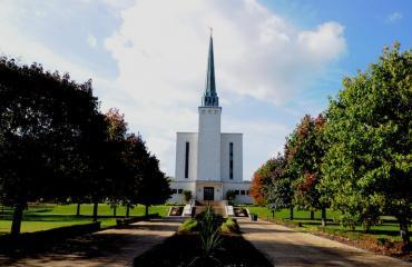 Mormonikirkkoon kuuluvat vanhemmat uskoivat rukousten parantavaan voimaan.