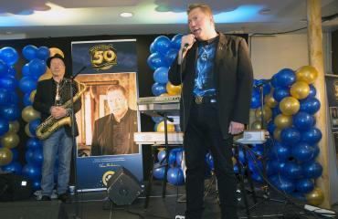 Vesa Keskinen piti 50-vuotispäivillään puheen.