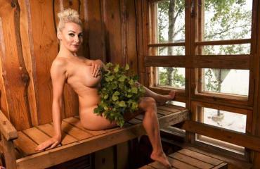 marika fingerroos alasti saunassa