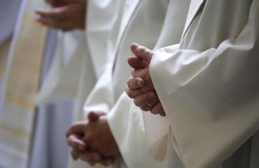 Katolilaiset papit käännytettiin baarista.