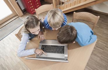Yhä nuoremmat lapset altistuvat pornolle netissä.