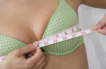 Pienemmät rinnat ovat nyt suosiossa.