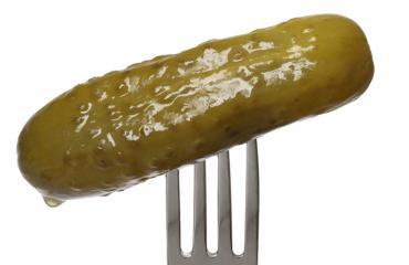 Miltä kuulostaa suolakurkun makuinen kondomi?