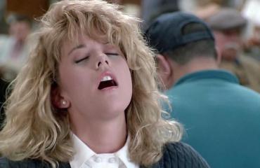 Meg Ryan esitti saavansa orgasmin lounaalla.