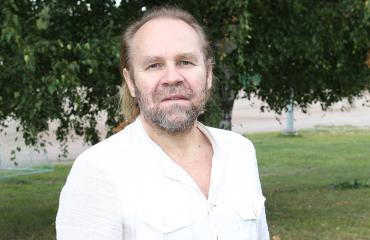 Jussi Parviainen poseeraa Seiskalle