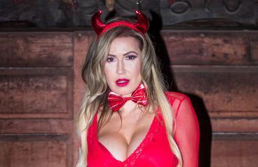 Ana Braga juhli Halloweenia piruksi pukeutuneena.