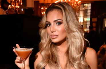 Sofia Belórf bilettää Lontoon yössä.