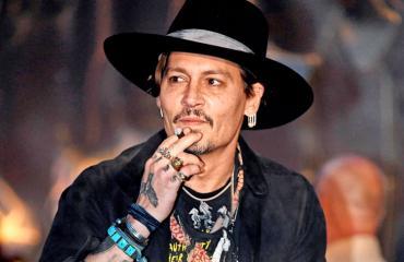 Johnny Depp myy taloaan.
