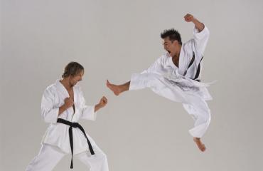 Työkyvyttömäksi uskottu nainen voitti karateturnauksen.