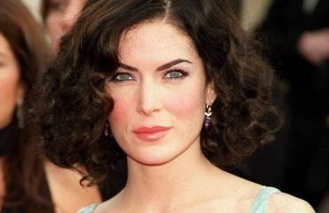 Lara Flynn Boyle punaisella matolla 2002