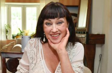 Saija Varjus sai kannabista lääkkeeksi.