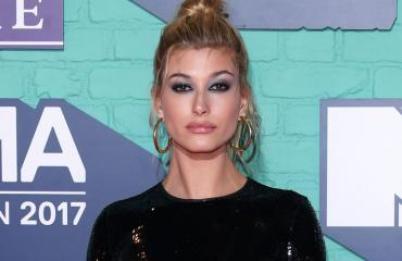 hailey baldwin thumb