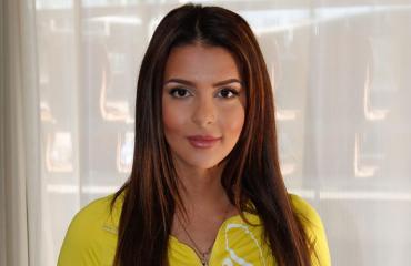Sara Chafak hurmaa asukuvillaan.
