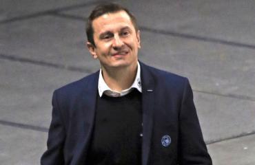 Ville Peltonen valmentaa Sveitsissä.