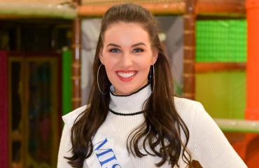 Michaela Söderholm valmentaa cheerleadereita.