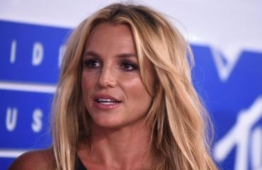 Britney Spears ja uhkea povi.