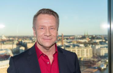 Olli Lindholm katsoi Ässien peliä.