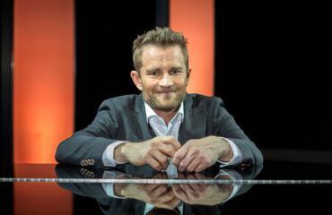 Lenni-Kalle Taipale soittaa Napakympissä pianoa.