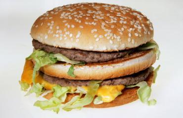 McDonald's kehitti kultaisen Bic Macin.