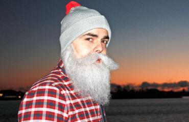 Ari Koponen tunnetaan hyväntekeväisyyshahmo Borther Christmasina.